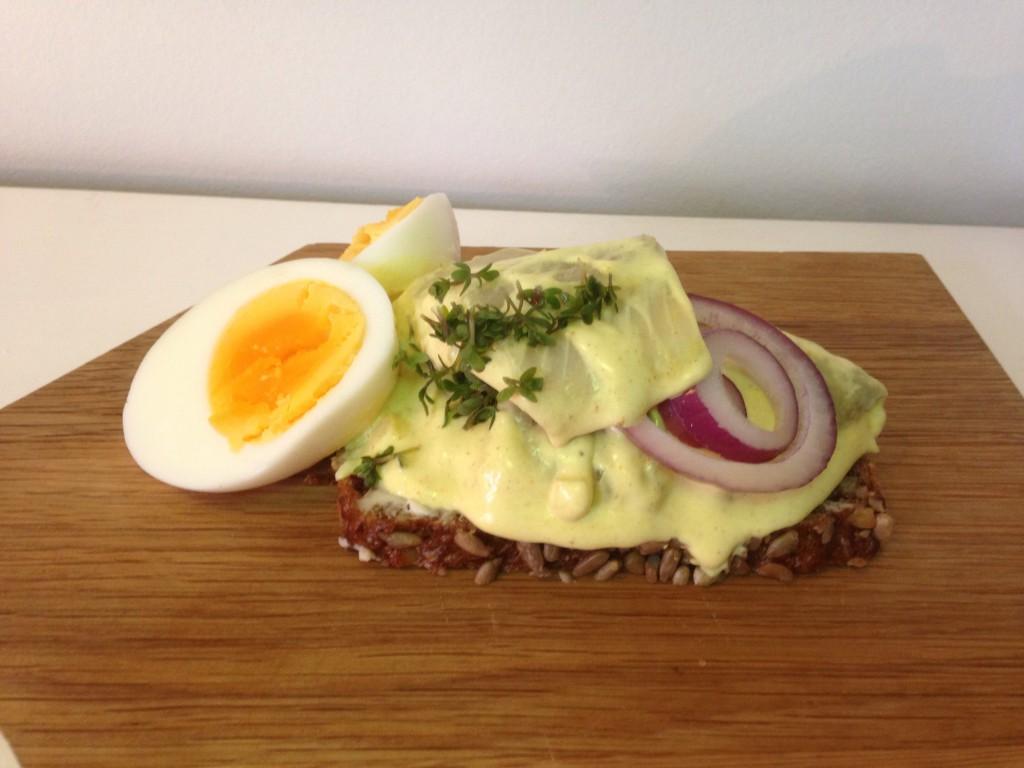 Påskefrokost med hjemmelavede karrysild